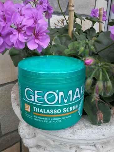 Geomar Thasso Scrub con Oligoelementi del Mar Morto E un prodotto in grado di rimuovere dalla cute cellule morte ed impurità regalando una pelle morbi scrub estate geomar