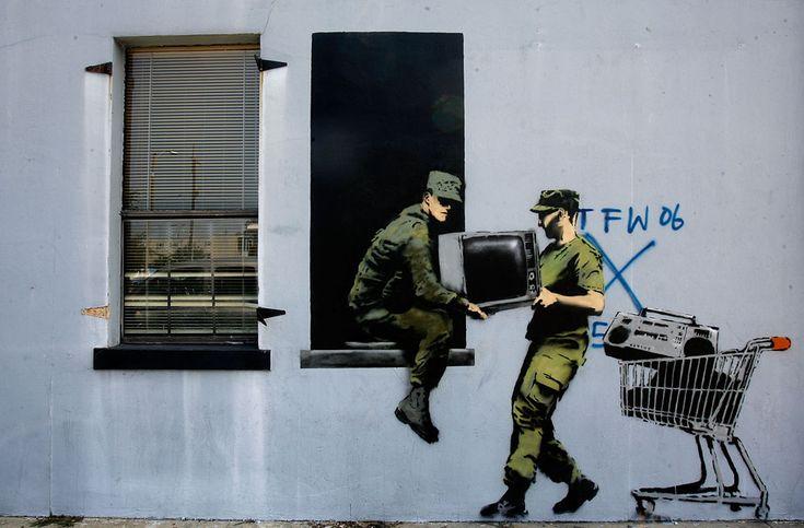 IlPost - New Orleans, Stati Uniti, 2008 Banksy ha realizzato una serie di graffiti nella città per ricordare l'uragano Katrina (Sean Gardner/Getty Images) - New+Orleans,+Stati+Uniti,+2008+ Banksy+ha+realizzato+una+serie+di+graffiti+nella+città+per+ricordare+l'uragano+Katrina+(Sean+Gardner/Getty+Images)