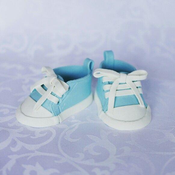 Fondant Converse babyshoes
