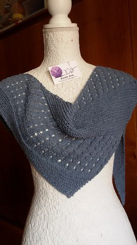 Debut is a simple triangular shawl, worked sideways. Free pattern .