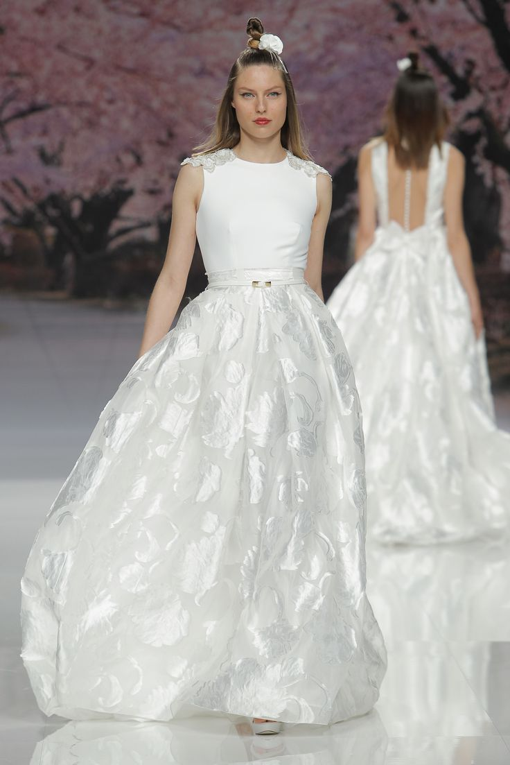 Inmaculada Garcia Spring 2017 collection from Barcelona Bridal Fashion week:  http://www.stylemepretty.com/collection/5153/ #sponsored @BCNbridalweek