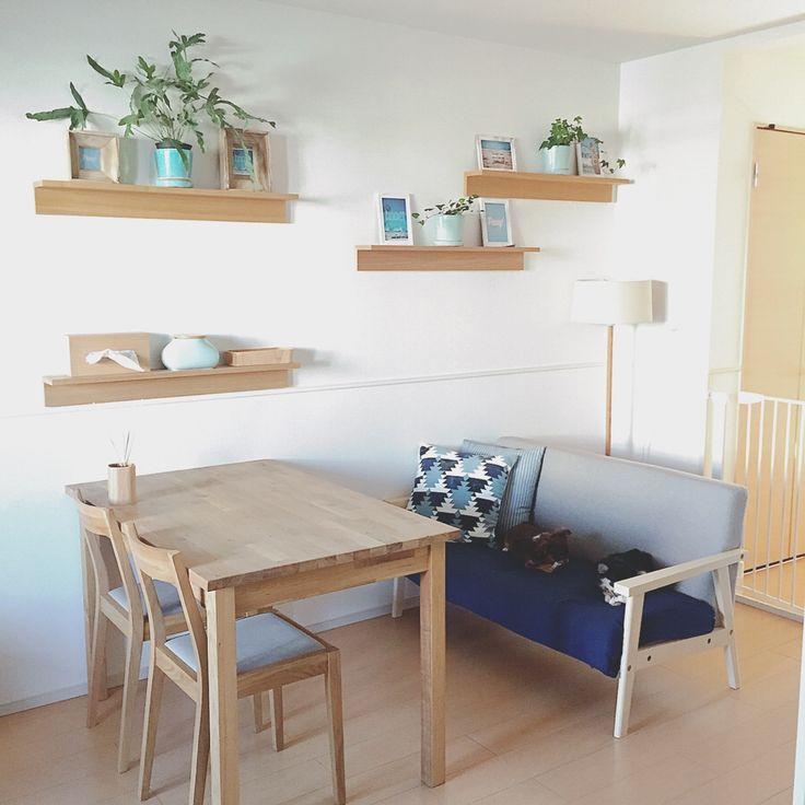 お部屋に棚を作りたいけれど、穴を開けたりコストが掛かったりはいや。。そんな悩みをクリアしてくれるのが、【無印良品の壁に付けられる家具】シリーズです。シンプルな棚や箱型など、デザインも複数あり、カラーも選べます。そんな素敵なアイテムの取り付け方法と、便利に使われているスタイリング例をご紹介させていただきます。
