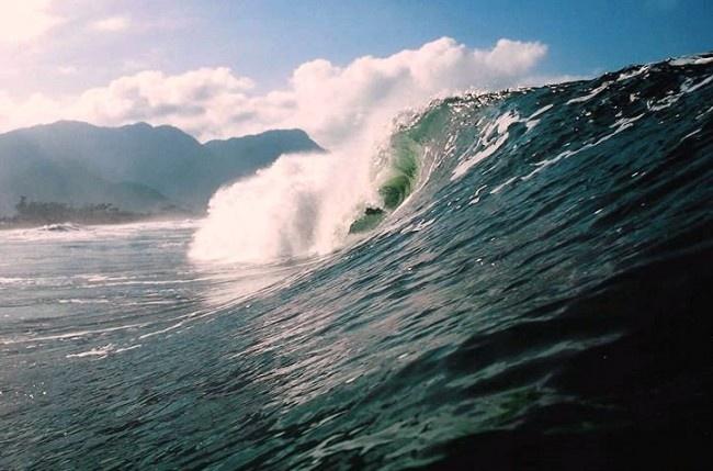 Pense na seguinte situação: surfar um mar gigante, com 12 ou 15 pés havaianos, por exemplo, com uma prancha 5.11 . Pior ainda, o mar não pára de crescer e o seu equipamento, que é absolutamente inadequado para as condições, está de fato colocando a sua saúde em risco. Metaforicamente, isso está acontecendo no Litoral [...]