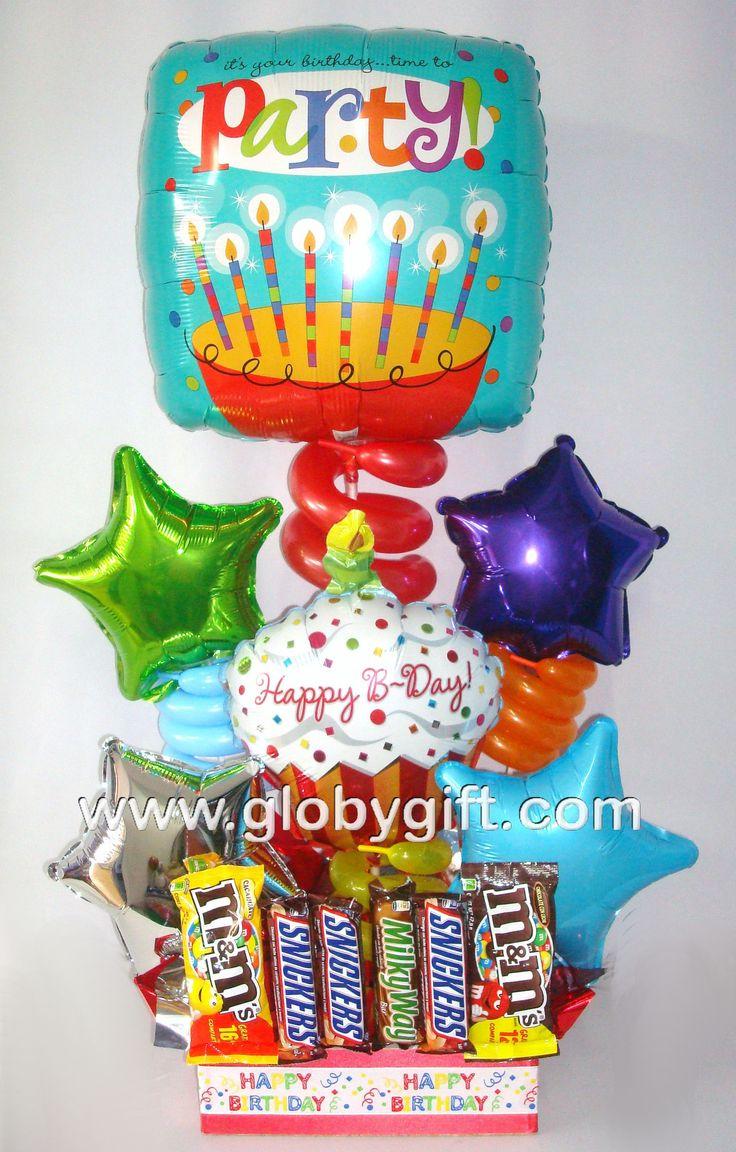Arreglo con globos de cumpleaños con dulces