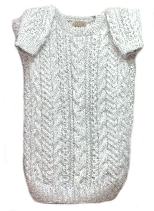 Warmer weißer Damen #Strickpullover aus hochwertiger peruanischer #Alpakawolle, Zopfmuster. Der Pullover ist handgestrickt.