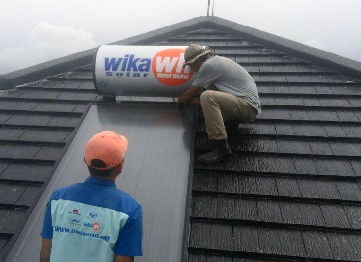 Solar Water Heater installation - Wika  Project : Luxury Private House Location : Citra Jakarta  #architecture #exterior #roof #solarpanel #waterheater #designidea #utilities
