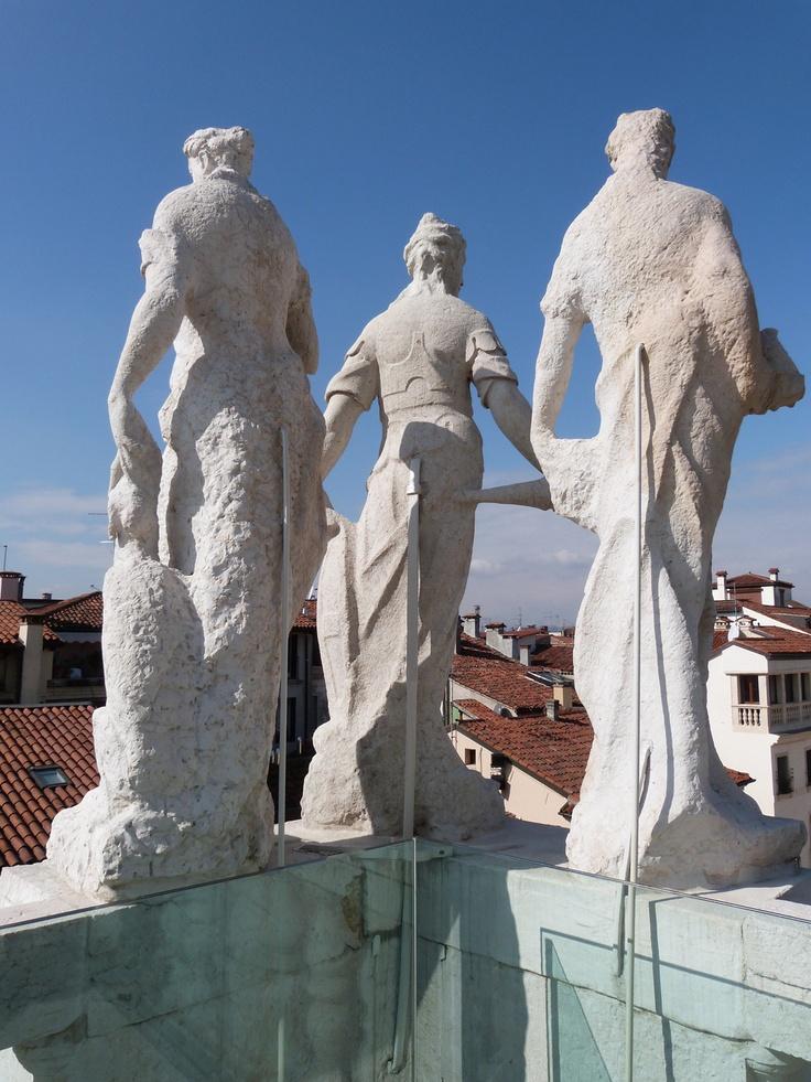 Guardando la piazza... / Images © Musei Civici Vicenza