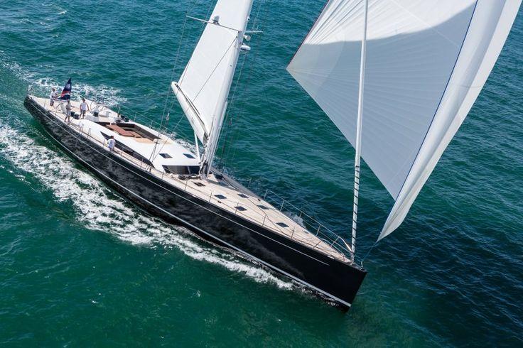 Inukshuk: Hier spielen Wind und Wetter eine große Rolle - die Segelyacht aus...