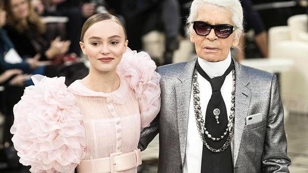 Johnny Deppin tytär Lily-Rose ja Chanelin pääsuunnittelija Karl Lagerfeld.
