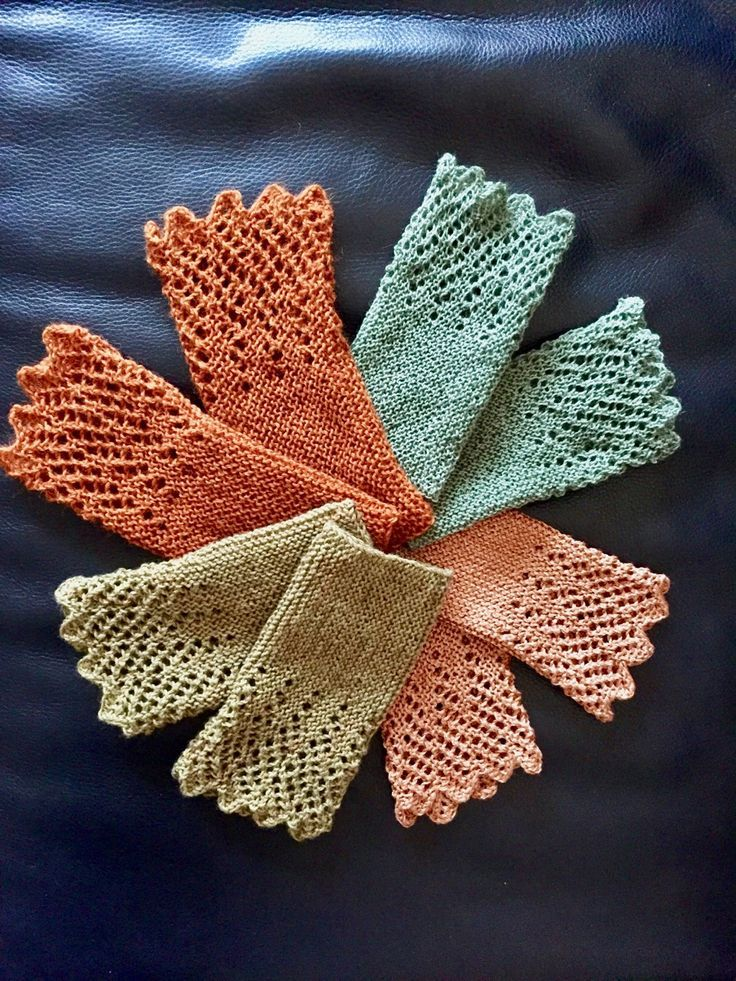 Recently I have gradually knitted several pairs of arm warmers. …   – Hakeln