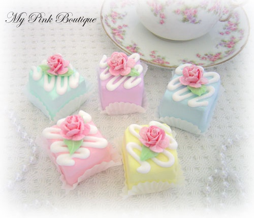 Tiny square faux cakes - sweet idea for fun paperweights.