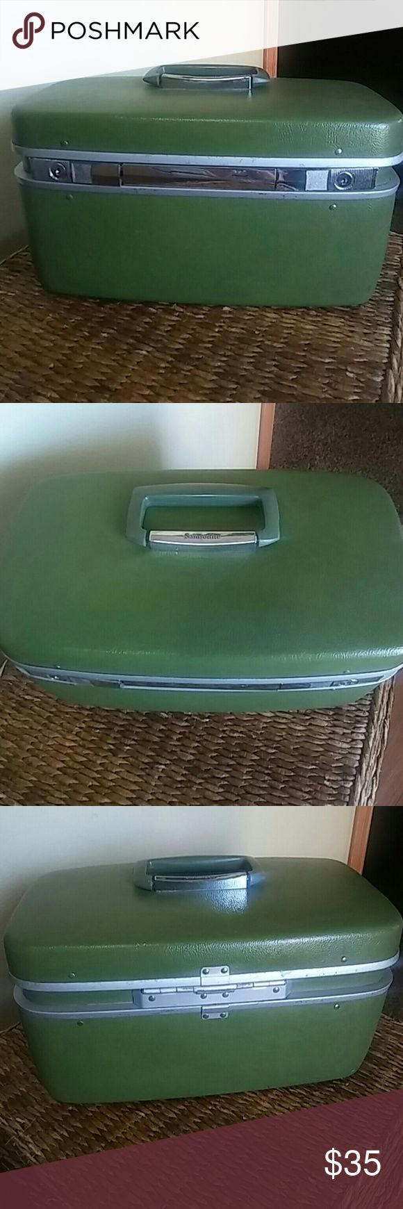 Vintage Samsonite Horizon Olive Train Make Up Case This a vintage (70's) Samsonite Horizon train case. Used condition. Missing tray and key. Some makeup staining inside, but still in good condition for its age. Very cool case. Samsonite Bags Travel Bags