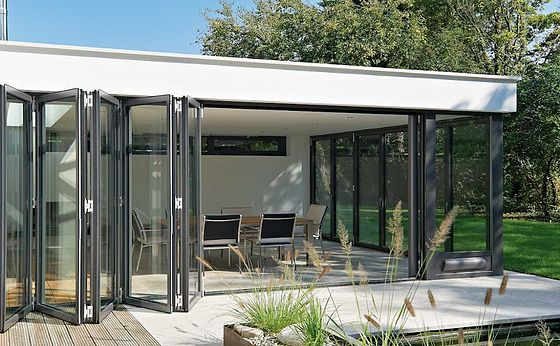 Udendørs skyddøre. Win-Door tilbyder alt indenfor udendørs skydedøre, vinduer, døre, Foldedøre, og markiser.