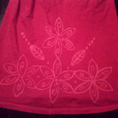 DIY Bleached T-Shirts and Paper Towel Roll Stencil - Easy Idea!
