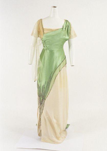 House of Worth, Evening Dress, ca. 1910. From the Bunka Gakuen Costume Museum.