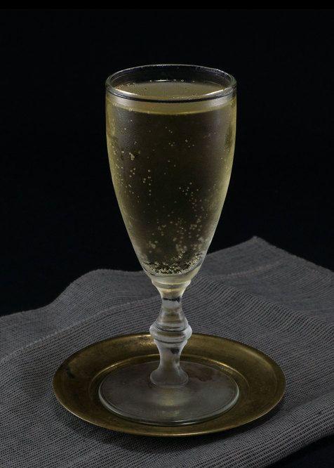 Long Hello   Tuxedo No.2   champagne, apple brandy, elderflower liqueur, whiskey barrel aged bitters, nutmeg