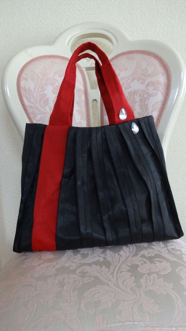 B-4 たたみヘリバック (ブラック&レッド/大) by moco-moko バッグ・財布・小物 バッグ