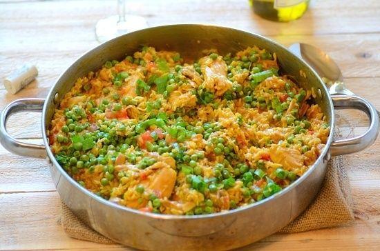 Brazilian Saffron Rice (lav uden ærter) http://www.frombraziltoyou.org/brazilian-rice-w-chicken-and-saffron-galinhada-mineira/#