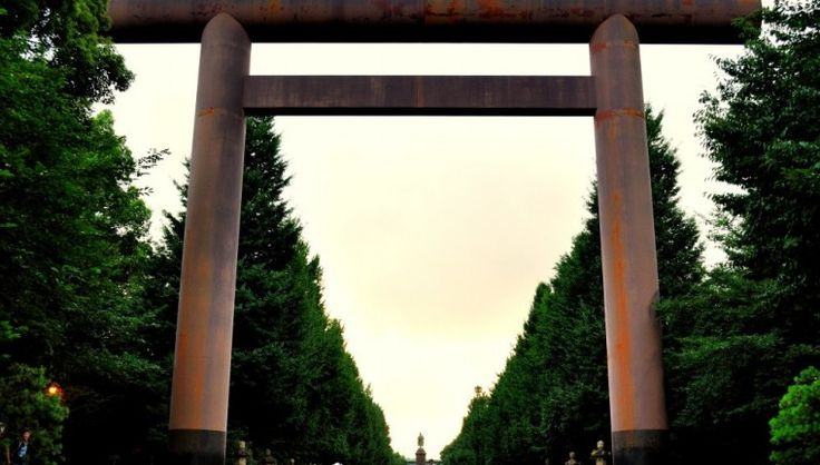 The main Torii at Yasukuni Shrine, Tokyo. Photo: muz-chan.net