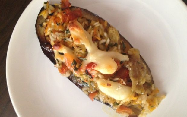 Vinete umplute cu orez si legume, un rasfat cu gust de vara! Pot fi atat o garnitura sofisticata, cat si un fel vegetarian excelent.