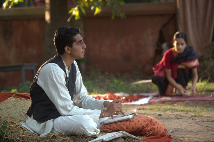 Nel cuore di Srinivasa Ramanujan (Dev Patel) c'è posto solo  giovane moglie Janaki (Devika Bhise)