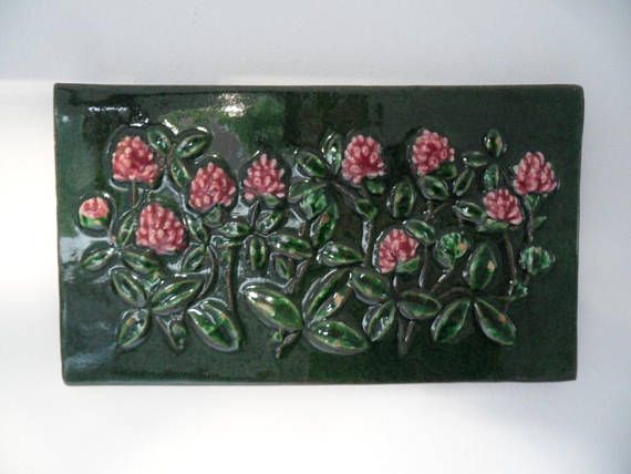 Sensational wall plaque ,made by Jie Gantofta,Sweden. Created by Aimo Nietsvouri 1970. Finest ceramic art wall picture. Number : 835. With beautiful floral pattern. Swedish ceramic art. Height : 27.5 x 15.7 cm/10.6 x 6.15 inch. With slightly signs of use. Good condition.