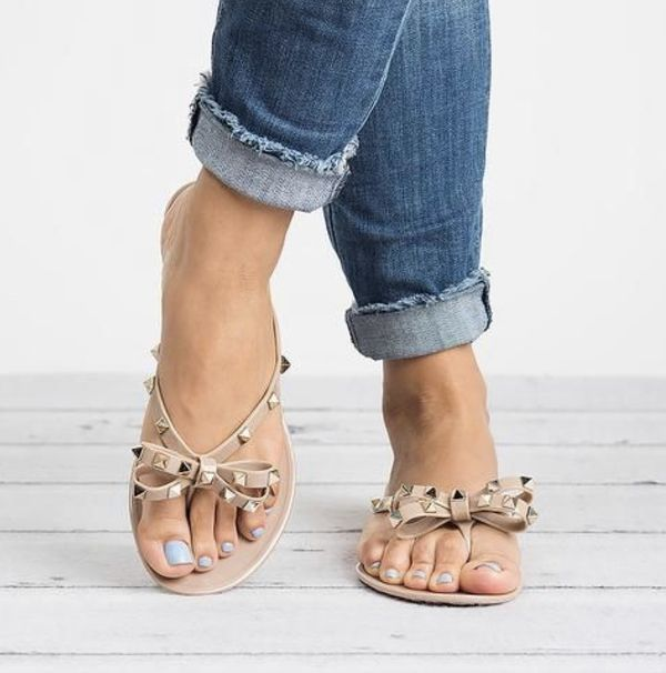 Rockstud bow pvc flip flops (Valentino