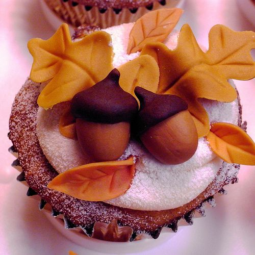Gorgeous cupcakes for fall. (These are cinnamon pumpkin with caramel creamcheese frosting and fondant leaves and acorns. No recipe).