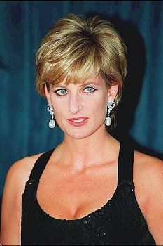 11th December 1995, New York: Princess Diana wore Jacques Azagury's long black cross-back dress with an embroidered sequin bodice to receive a humanitarian award from Henry Kissinger at New York's Hilton Hotel in December 1995.