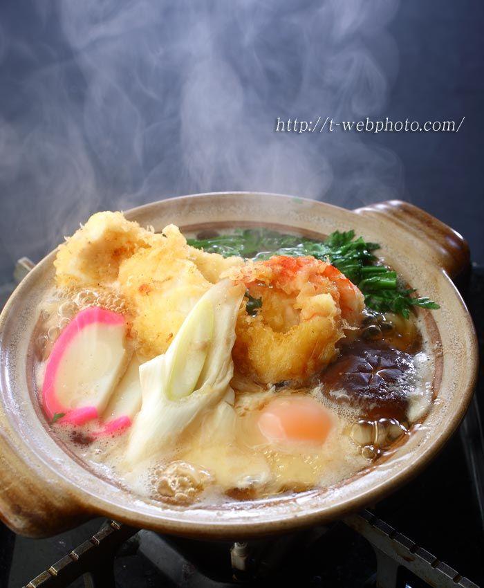Japanese Nabeyaki Udon Noodles in a Pot 鍋焼きうどん