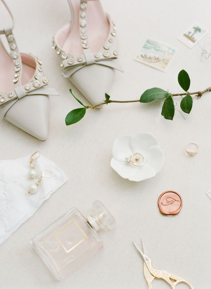 Ivory wedding accessories at their finest! Photography : The Happy Bloom Read More on SMP: http://www.stylemepretty.com/south-carolina-weddings/beaufort/2017/01/24/a-lowcountry-wedding-at-its-finest/