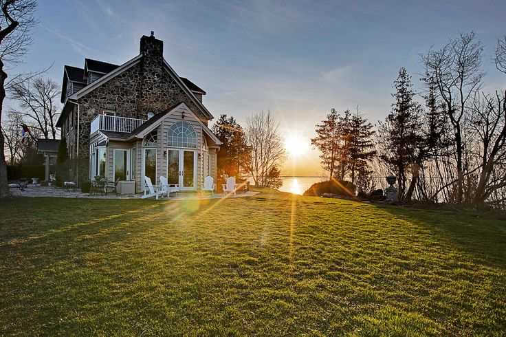 Gorgeous sunset views from your own private tip of waterfront on Lake Simcoe!  #thejenniferjonesteam