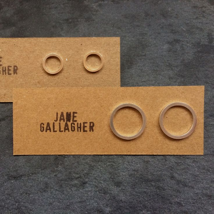 Choose between a pair of large or small matching circle stud earrings handmade by Jane Gallagher, using silver sterling. www.desa.life