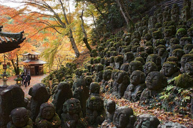 愛宕念仏寺。石像千二百羅漢。