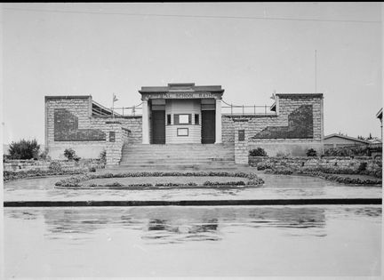 The Campbell Street/Central School Memorial Baths -  Historypin | Walking with an Anzac