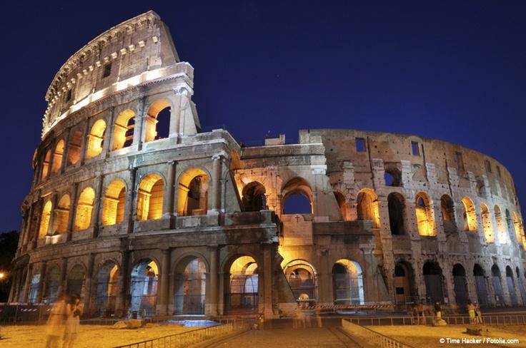 Colisée (Colosseo) de nuit à Rome, séjours en Italie