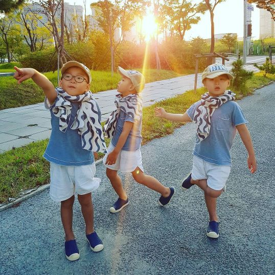 Song Il Gook has shared a sweet photo of his beloved three boys out on an…
