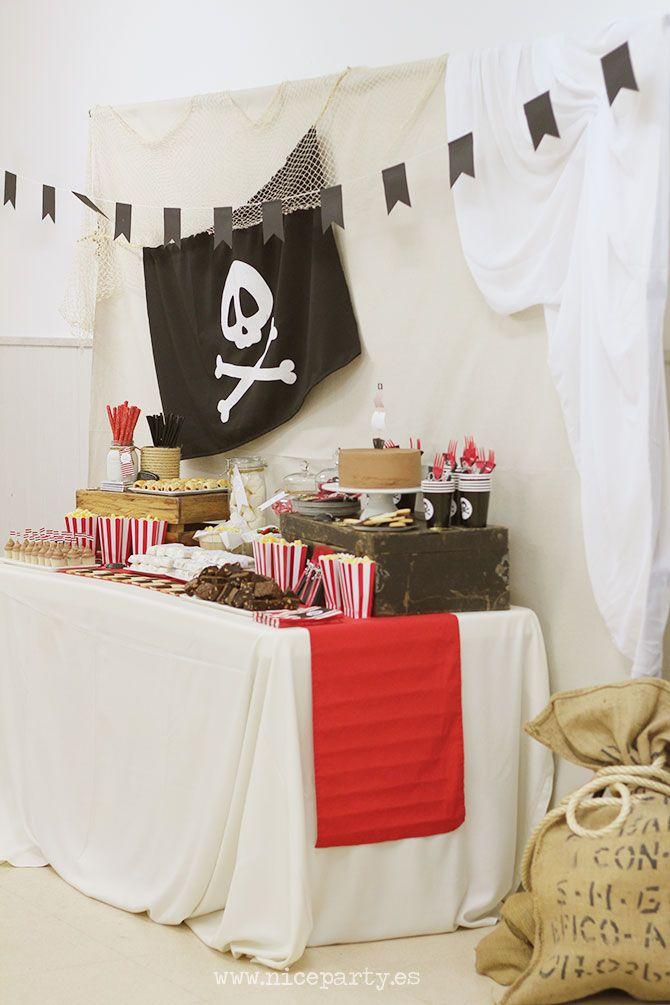 ¡Al abordaje! Mira que me gustan los piratas y hacía ya 6 años que no montábamos una fiesta pirata. ¡No puede ser! Es una de las temáticas para las fiestas que más juego dan, y yo las disfruto mogo…