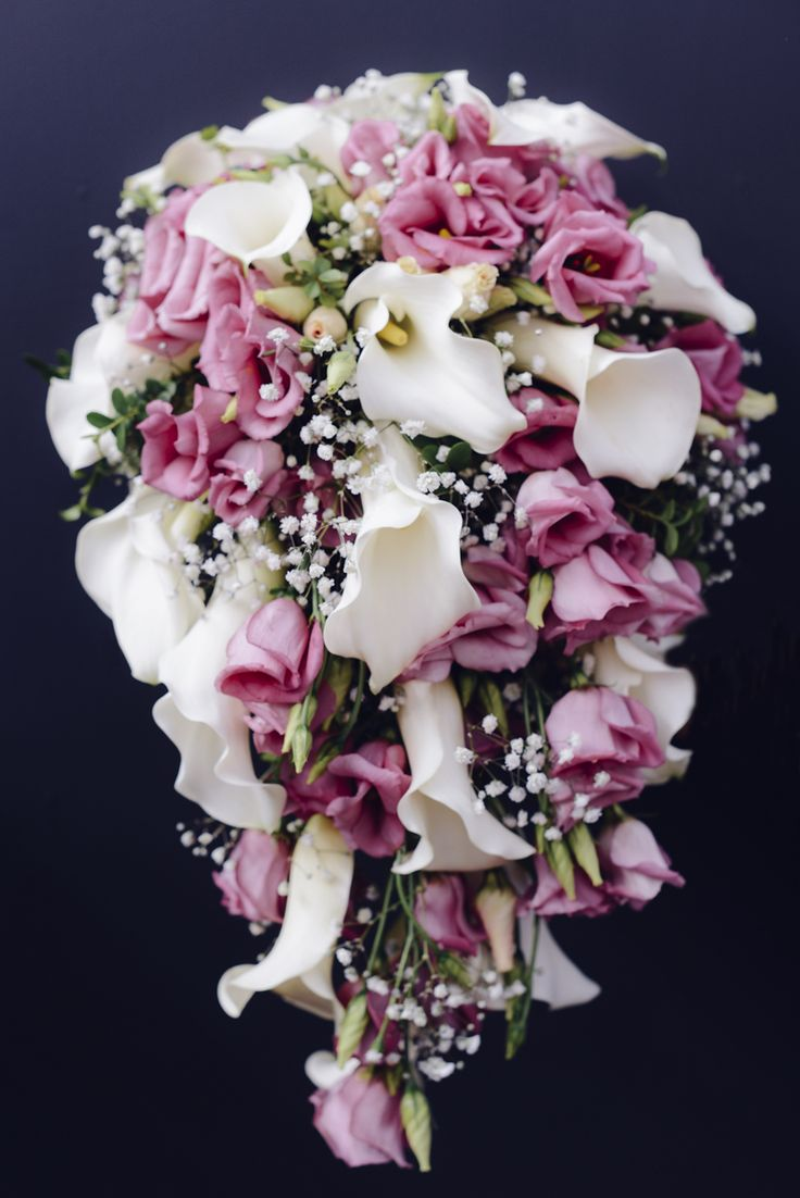 Wedding bouquet with Calla lilies and lisianthus (eustoma)