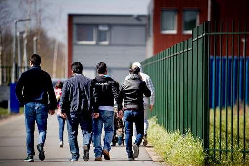 Afgewezen asielzoekers komen vaker uit de kast - HLN.be