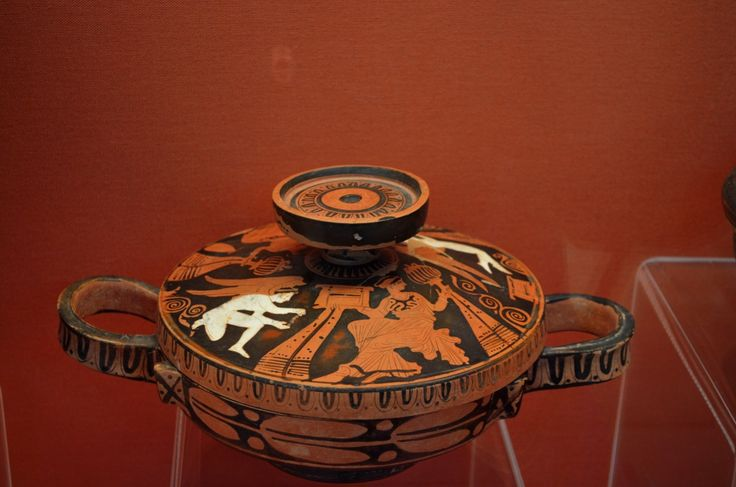 a Kersch-styled lekanis with a depiction of Eros and women with chests on the lid.Archaeological Museum of Lamia