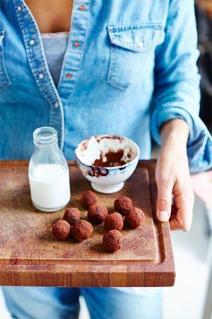 Det går självklart att göra detta recept utan raw kakao och då använda sig av vanlig kakao och kokosolja. Då är det visserligen inte raw food men precis l...