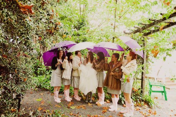 Trouw je in de herfst, dan kom je haast niet onder het begrip 'paraplu' uit ;)