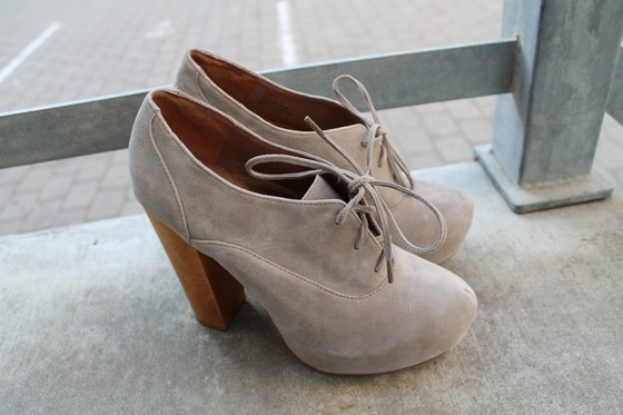 Steve Madden Grey Suede Oxford Platforms