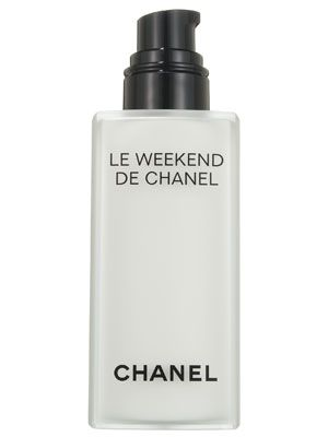 Chanel Le Weekend de Chanel's skin-calming rose water gives the silky, lightweight gel-cream a clean floral scent that's not too heavy