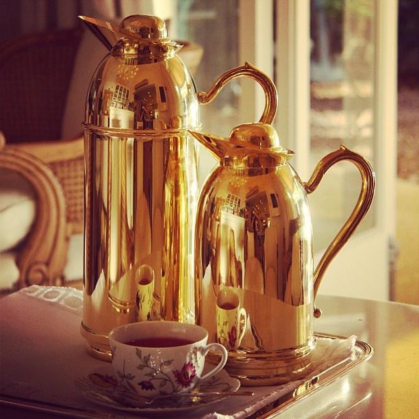 Tarde de sexta com cara de inverno, perfeito pra servir um chá em grande estilo! #receberbem #tableware #vestiramesa #familia #garrafatérmica #chá #exclusivo #taniabulhoes #temqueter #vocemerece #listadecasamento