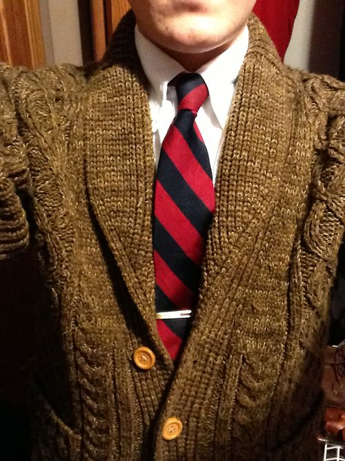 the-popinjay:  Shawl collar cardigan, thrifted. Has a nice 1950s-weekend-around-the-house feel to it. I think I am going to swap out the buttons though.