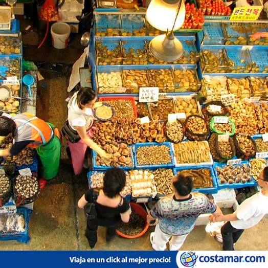 El mercado de pescado Noryangjin, en Seúl, Corea, es todo un espectáculo para los ojos y el olfato. Foto: Marie/ Flickr