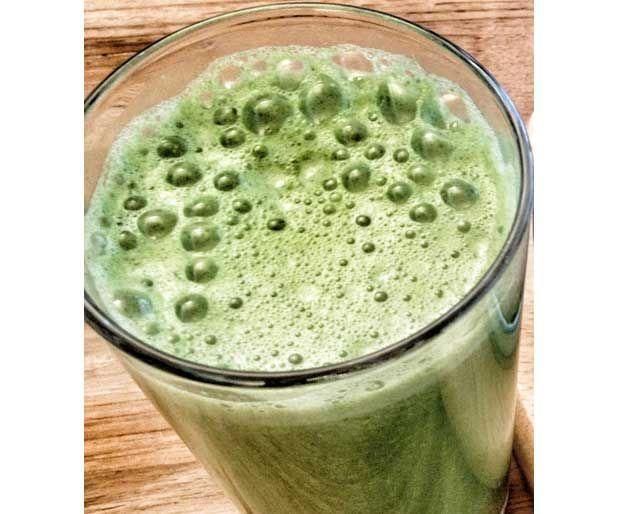 Toksin Atılmasına Yardımcı Gençleştiren İçecekVücuttaki toksinlerin atılmasını yardımcı olurken, karaciğer yağlanmasına karşı da koruma sağlıyor.    Malzemeler;  — 15–16 sap maydanoz  — 2 yemek kaşığı taze limon suyu  — Yarım bardak su    Yazının Devamı: Toksin Atılmasına Yardımcı Gençleştiren İçecek | Bitkiblog.com  Follow us: @bitkiblog on Twitter | Bitkiblog on Facebook