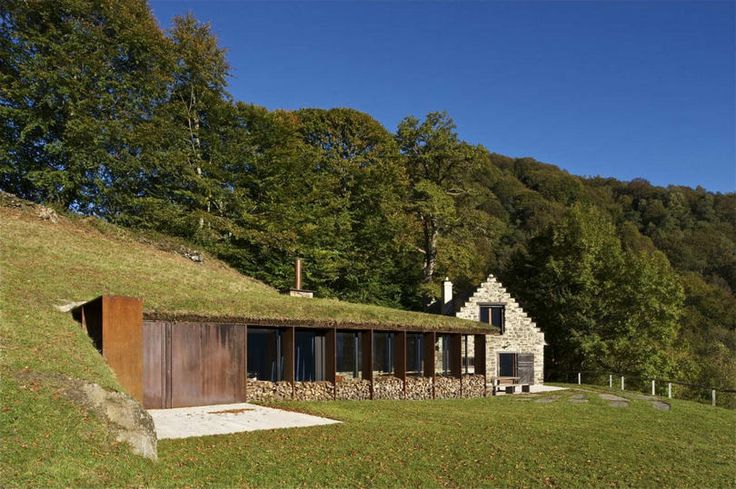 Modern extension of an old barn in France - PPA Architects